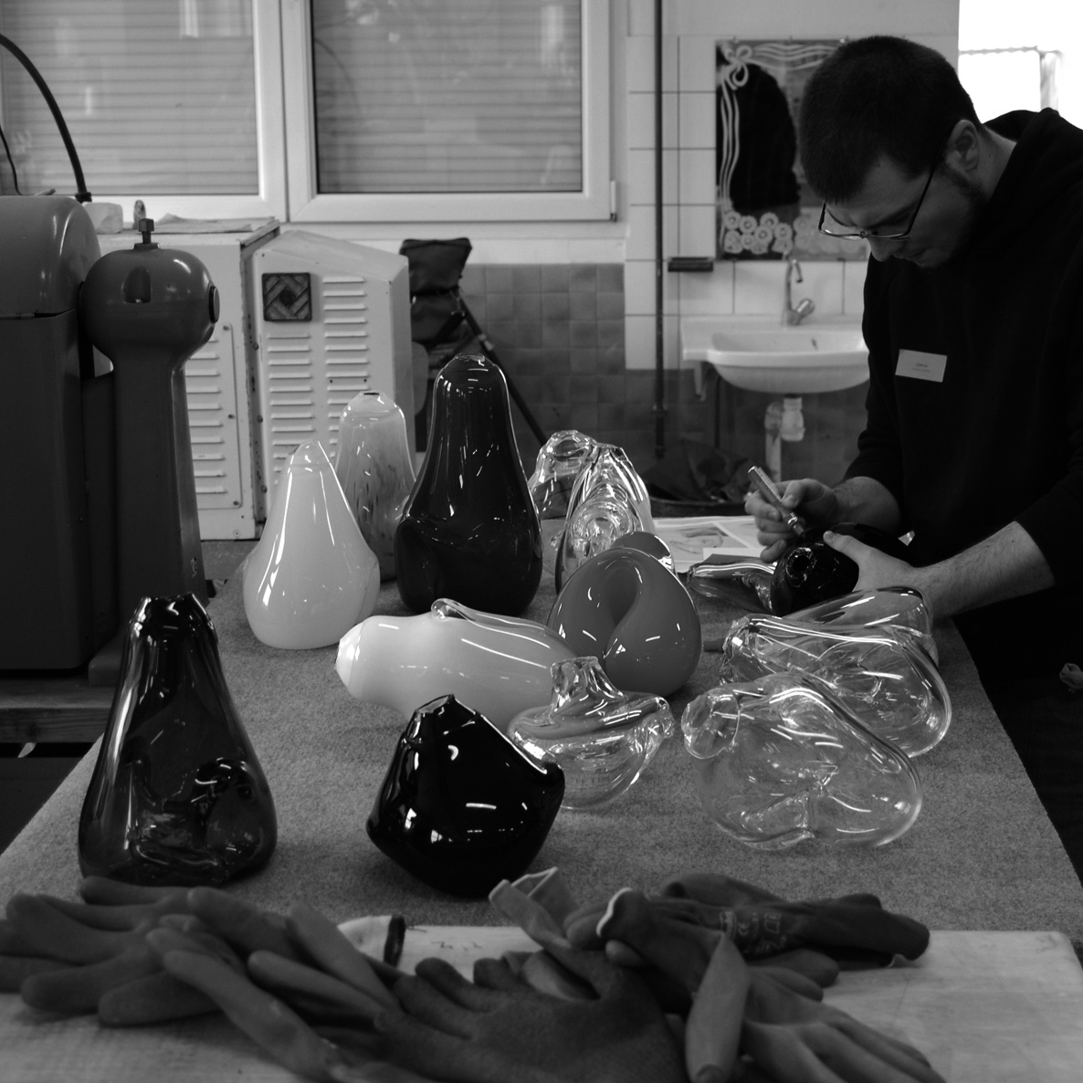 Blown Shapes - Making of Unique pieces mouthblown in France - www.bold-design.fr - photo bold-design