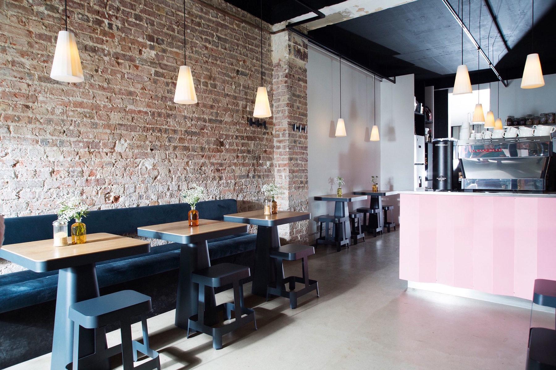 Table et Tabouret PILE - Luminaire KAOLIN - MIGNON Café - KATABA.fr - bold-design.fr