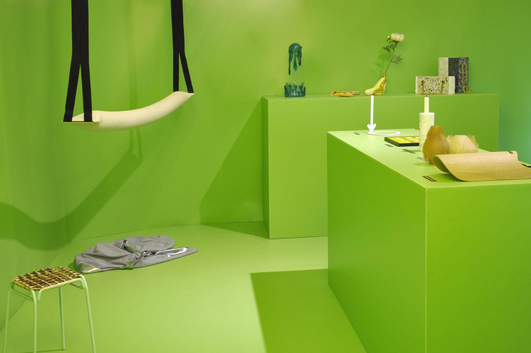 www.bold-design.fr - scénographie exposition #porndesign - Collective 1992 - photo Studio Plastac