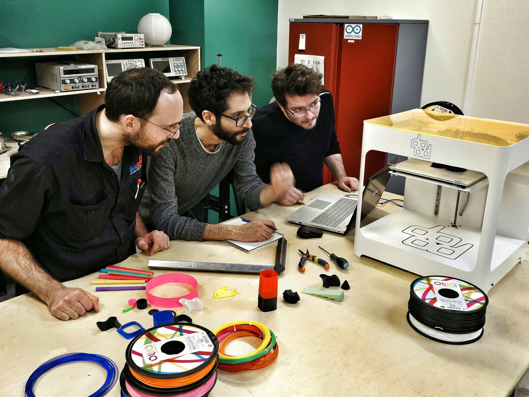 #projetDOT at TechShop Paris/Ivry Bluetooth customizable 3d printed speaker  www.bold-design.fr